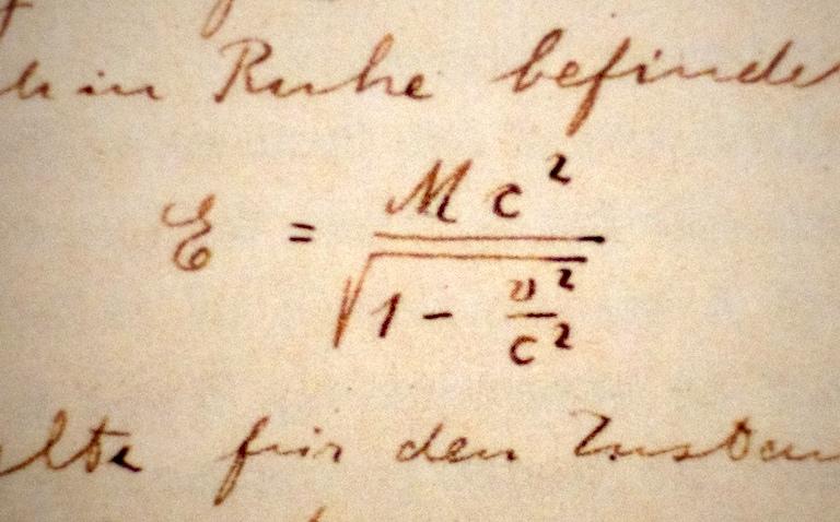 een fragment uit het beroemde manuscript van albert einstein uit 1912, door peat bakke onder licentie cc by 2.0