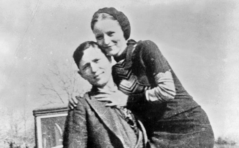 bonnie en clyde, gefotografeerd in maart 1933 in arkansas